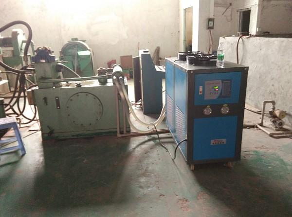 给液压油箱降温,冷却用的制冷机